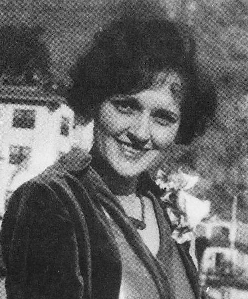 Betty White, Greek